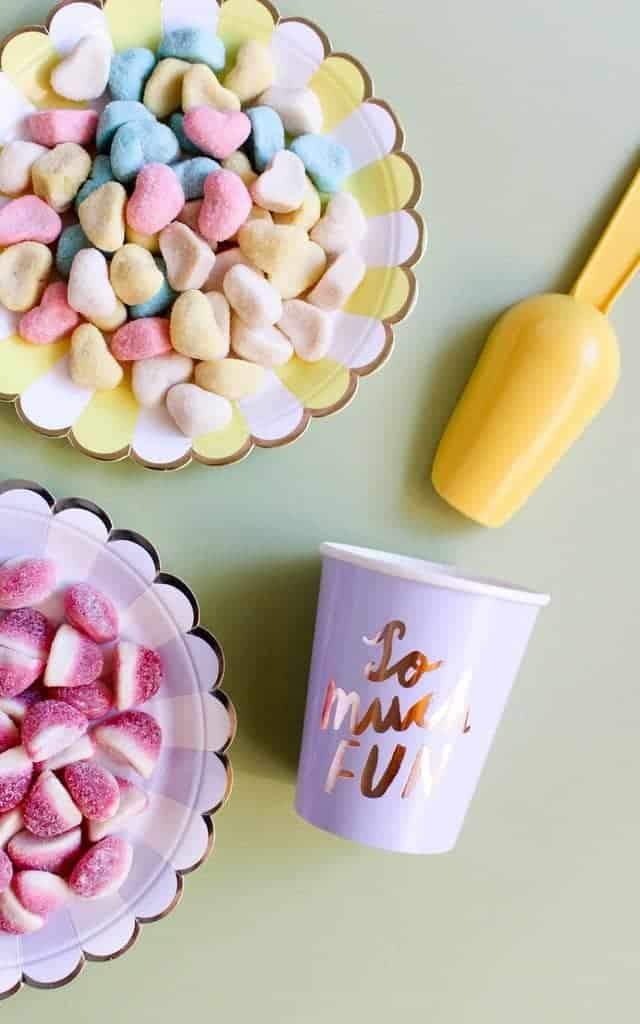 candy plates with cup and scoop